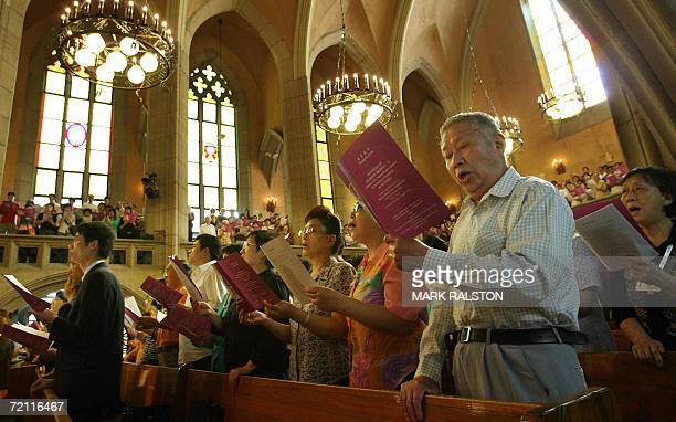 Chinese Christians sing during a Thanksgiving Service conducted by the Archbishop of Canterbury Rowan Williamsat the MuEn Church in Shanghai 08...