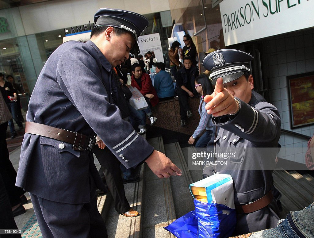 Chinese economic police inspectors with... : News Photo