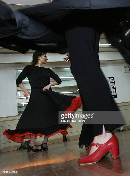 La Chine succombe aux rythmes de la fievre latino Chinese dance students practice Spanish flamenco dancing during an evening class at the Jazz du...