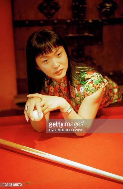 Shanghai Chine août 2003 Séance photo avec JIN XING ancien colonel de l'armée populaire de CHINE qui a changé de sexe afin de devenir danseuse étoile...