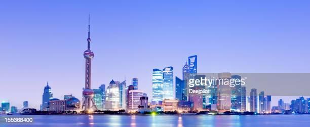 上海の高層ビル街の夜景中国