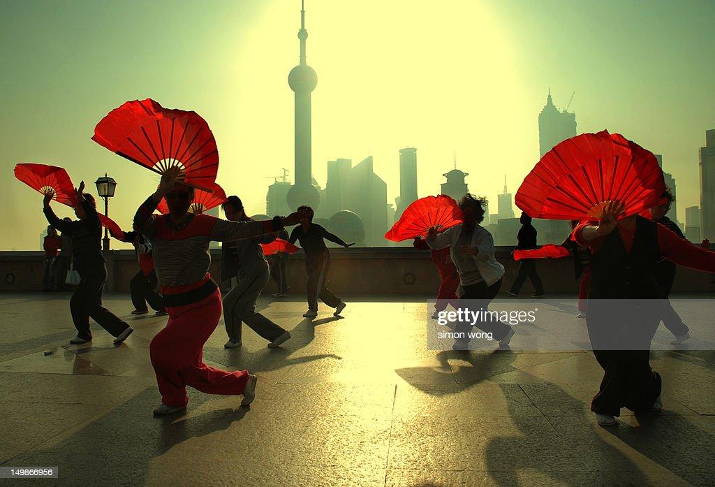 Shanghai fan dance : Stock Photo