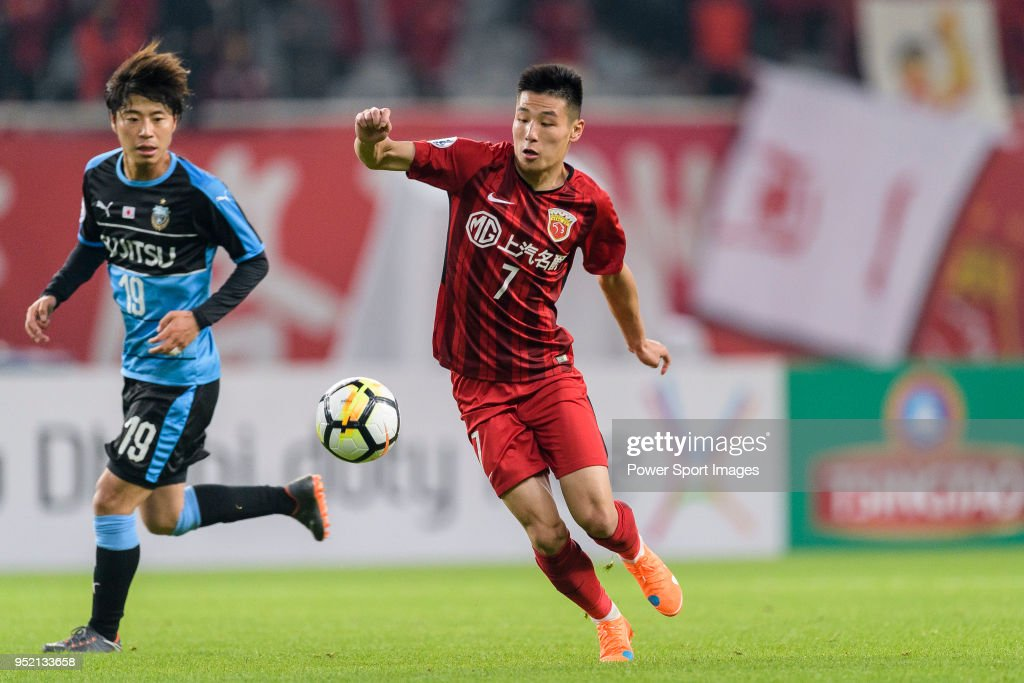 Shanghai FC Forward Wu Lei (R) in action during the AFC Champions League 2018 Group Stage F Match Day 5 between Shanghai SIPG and Kawasaki Frontale at Shanghai Stadium on 04 April 2018 in Shanghai, China.