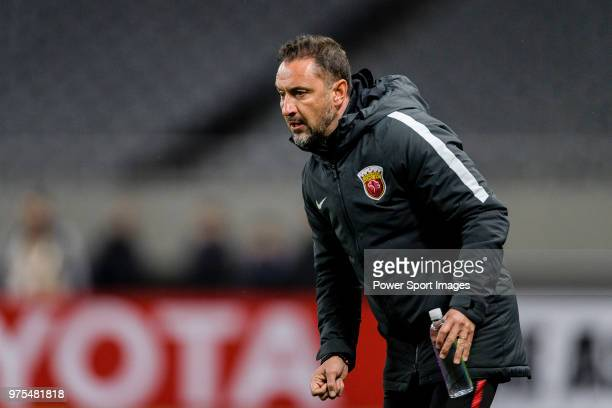 Shanghai FC Head Coach Vitor Pereira gestures during the AFC Champions League 2018 Group Stage F Match Day 3 between Shanghai SIPG and Ulsan Hyundai...