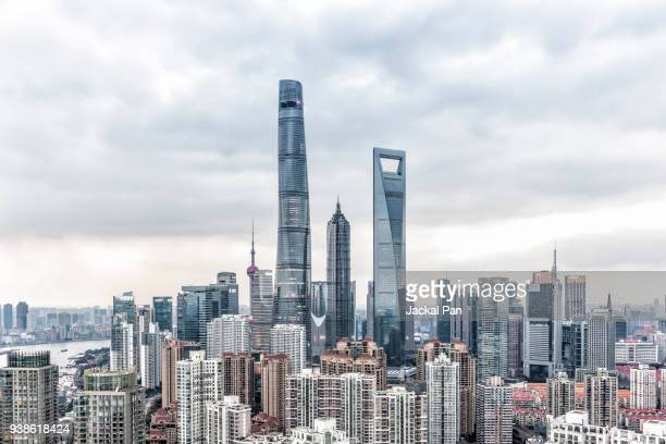 shanghai financial district seen from residential building - tag stock-fotos und bilder