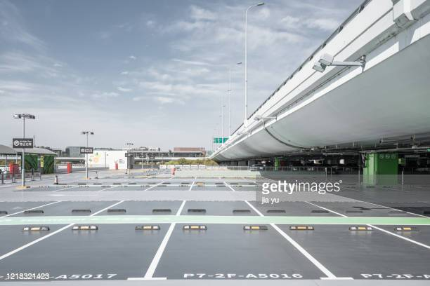shanghai hongqiao airport outdoor parking lot, shanghai. china. - parkplatz stock-fotos und bilder