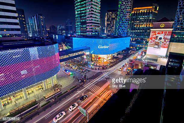 shanghai huaihai road at night - shanghai billboard stock pictures, royalty-free photos & images