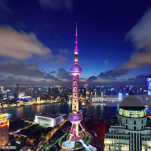 shanghai landmark at night - oriental pearl tower shanghai stock pictures, royalty-free photos & images