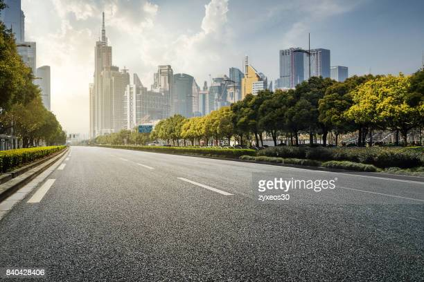 shanghai lujiazui and century avenue,china. - stadsstraat stockfoto's en -beelden