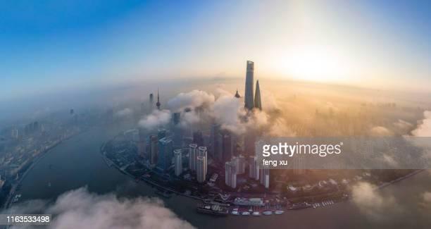shanghai lujiazui cityscape - bruma de calor fotografías e imágenes de stock