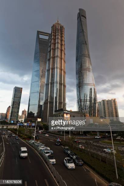 shanghai, lujiazui financial district cityscape. - andre vogelaere stock pictures, royalty-free photos & images