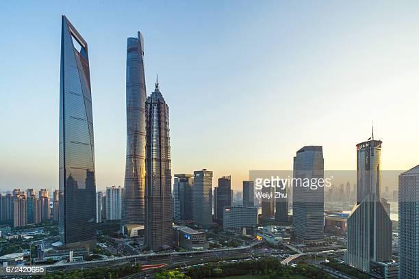 shanghai lujiazui financial district - shanghai world financial center - fotografias e filmes do acervo
