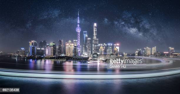 shanghai lujiazui skyline with milky way at night - xangai - fotografias e filmes do acervo