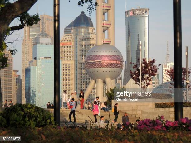 shanghai modern architecture from nearby promenade, china - opslagmedia voor analoge audio stockfoto's en -beelden
