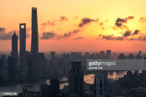 shanghai morning,red sunrise sea, sun shining - 目的地 fotografías e imágenes de stock