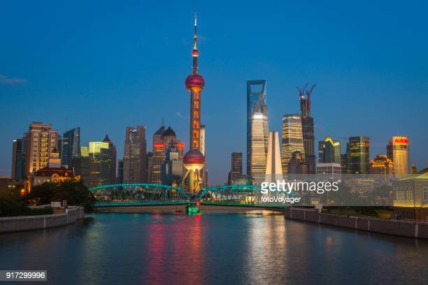 shanghai oriental pearl tower garden bridge pudong skyscrapers illuminated china - oriental pearl tower shanghai stock pictures, royalty-free photos & images