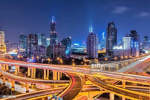 Überführung und die skyline von Shanghai