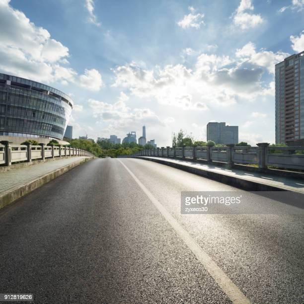 shanghai pudong lujiazui and bridge,china - east asia, - punto di vista frontale foto e immagini stock