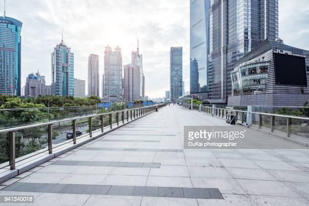 shanghai pudong lujiazui - 歩道橋 ストックフォトと画像