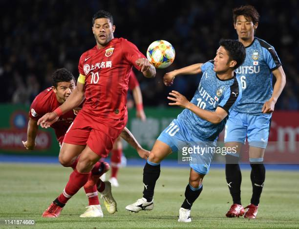 Shanghai SIPG forward Hulk and Kawasaki Frontale midfielder Ryota Oshima fight for the ball during the AFC Champions League group stage football...