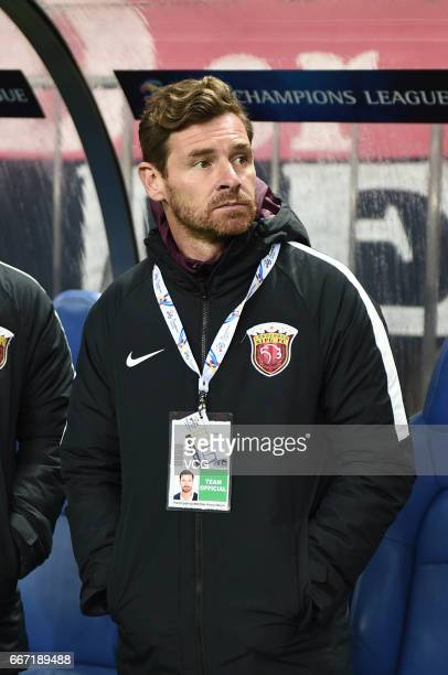 Shanghai SIPG head coach Andre VillasBoas looks on during the AFC Champions League Group F match between Urawa Red Diamonds and Shanghai SIPG at...