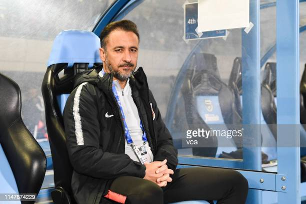Shanghai SIPG head coach Vitor Pereira reacts during the AFC Champions League Group H match between Kawasaki Frontale and Shanghai SIPG at Todoroki...