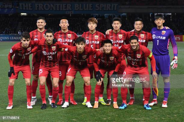 Shanghai SIPG players line up for the team photos prior to the AFC Champions League Group F match between Kawasaki Frontale and Shanghai SIPG at...