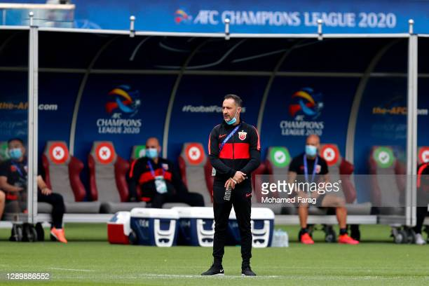 Shanghai SIPG's coach Vitor Pereira looks on during the AFC Champions League Round of 16 match between Vissel Kobe and Shanghai SIPG at the Khalifa...