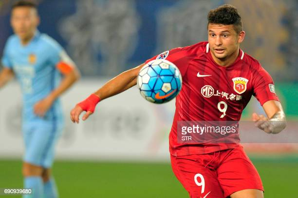 Shanghai SIPG's Elkeson drives the ball during the AFC Champions League round of 16 football match Shanghai SIPG against Jiangsu Suning FC in Nanjing...