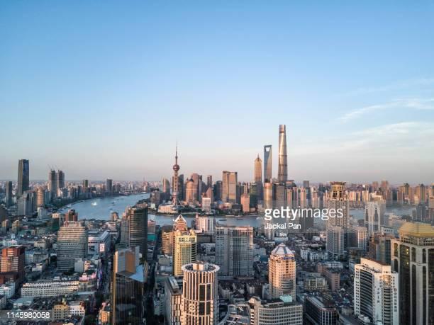 shanghai skyline 2019 - pudong - fotografias e filmes do acervo