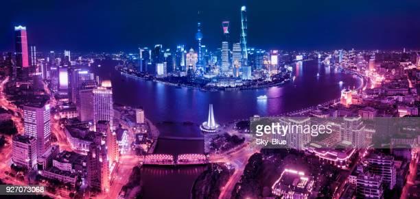 horizonte de xangai à noite - rio huangpu - fotografias e filmes do acervo