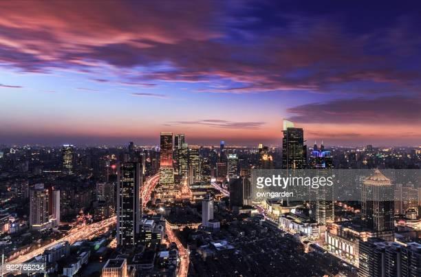 horizonte de xangai ao pôr-do-sol - noite - fotografias e filmes do acervo