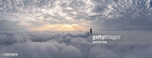 shanghai skyline in heavy fog - wolkengebilde stock-fotos und bilder