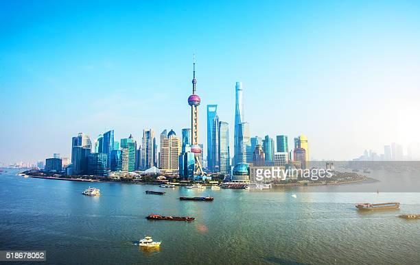 Silhouette de Shanghai en journée ensoleillée