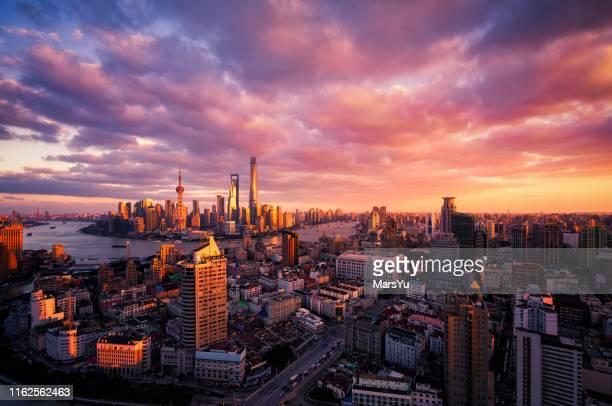 tramonto skyline di shanghai - cina foto e immagini stock