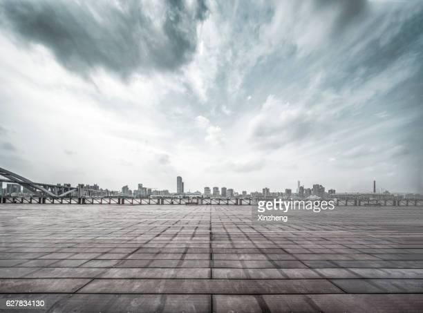 shanghai south bund tourist cruise site, viewing platform - quadrado formato bidimensional - fotografias e filmes do acervo
