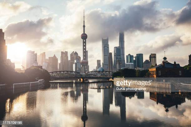 shanghai sunrise - lujiazui stock pictures, royalty-free photos & images