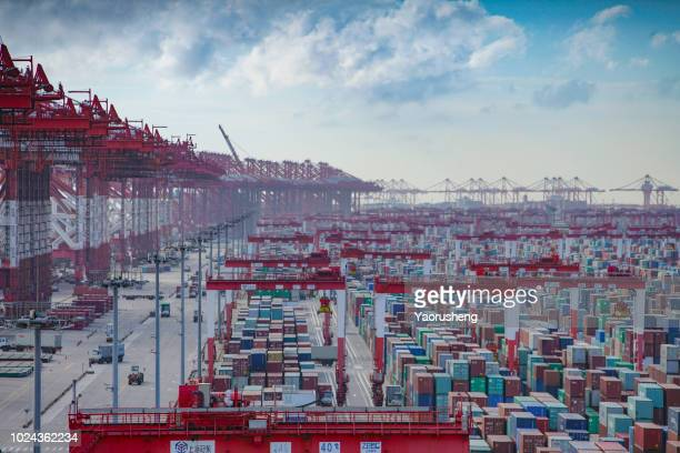 shanghai yangshan container terminal, one of the busiest ports in the world.shanghai,china - china oriental - fotografias e filmes do acervo