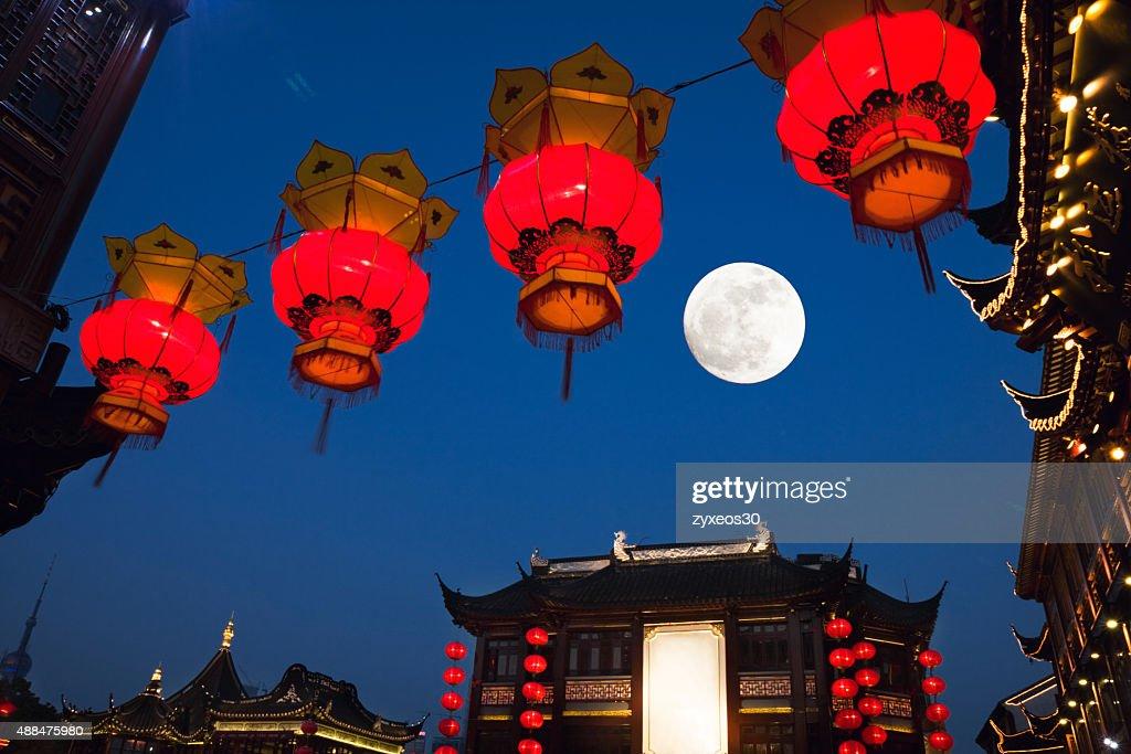 shanghai Yu yuan gardens at night,mid-autumn, : Stock Photo