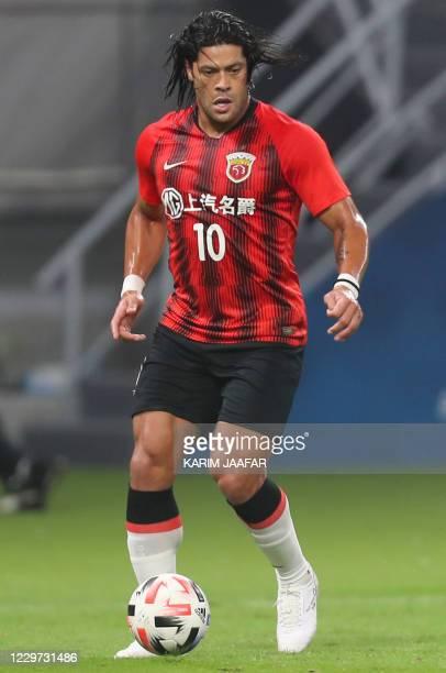 Shanghai's forward Hulk controls the ball during the AFC Champions League group H football match between Korea's Jeonbuk Hyundai Motors and China's...