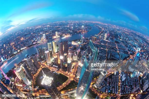 夕暮れ時、中国上海の陸家嘴金融地区 - 魚眼撮影 ストックフォトと画像