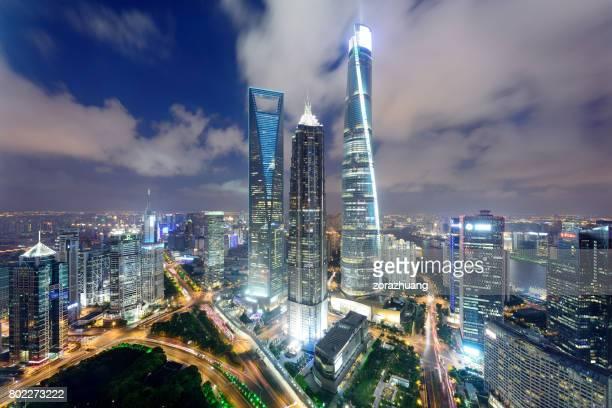 上海の陸家嘴の画期的な超高層ビル