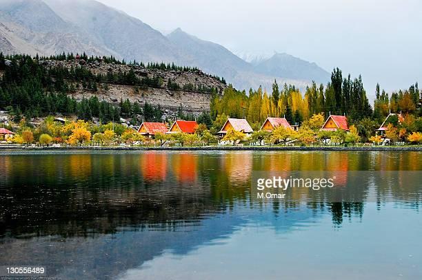 shangrila lake or lower kachura lake - skardu stock pictures, royalty-free photos & images