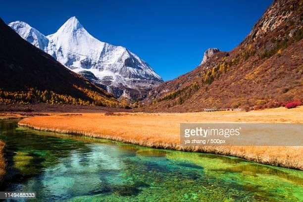 shangri-la, nyiden(yading), mount jampayang - shangri la stockfoto's en -beelden