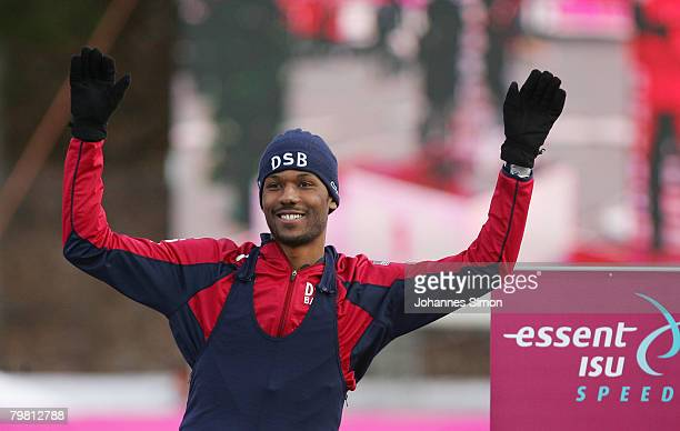 Shani Davis of the USA celebrates after winning the 1000m heats during Day 2 of the Essent ISU Speed Skating World Cup at the Ludwig Schwabl...