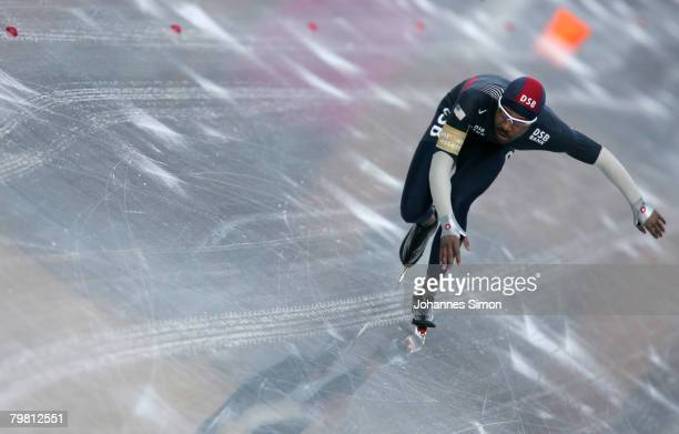 Shani Davis of the USA competes in the 1000m heats during Day 2 of the Essent ISU Speed Skating World Cup at the Ludwig Schwabl Eisstadion on...