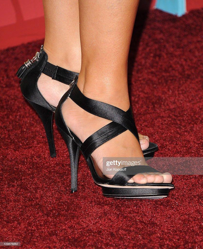 Twain feet shania Who am
