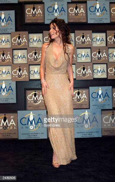 Shania Twain backstage at the 36th annual Country Music Association Awards at the Grand Ole Opry House in Nashville Tennessee November 6 2002 Photo...