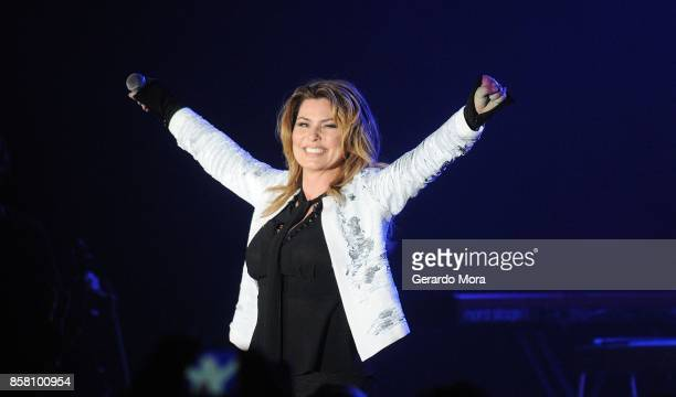 Shania Twain performs at a dinner party hosted by iHeartMedia during the ANA Masters of Marketing annual conference on October 5 2017 in Orlando...