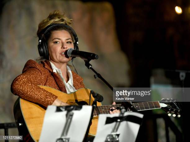 """Shania Twain performs at the """"Meet Me In Australia"""" event benefiting Australia Wildlife Relief Efforts at Los Angeles Zoo on March 08, 2020 in Los..."""